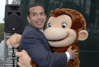"UNIVERSAL CITY, CA - NOVEMBER 5:  Los Angeles Mayor Antonio Villaraigosa  poses with a Curious George character at the presentation of EMA's ""Green Seal Award"" to Universal Studios Hollywood in recognition of the theme park's commitment to promoting a cleaner environment at Universal Studios Hollywood's Universal Globe Fountain November 5, 2007 in Universal City, California.  (Photo by Charley Gallay/Getty Images)"